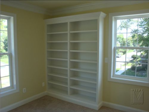 Bookcases with adjustable shelving