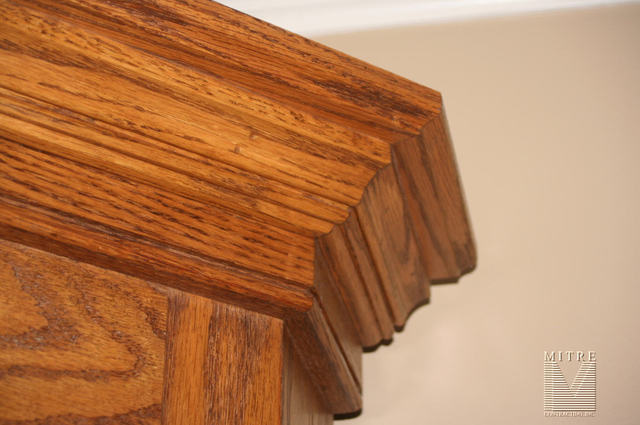 Corner Cabinet Crown Detail