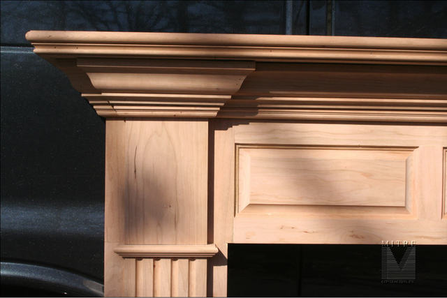 Mantel in Cherry - Close-Up